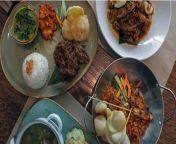 """Tentang Waroeng Bernadette. <br/> <br/>Waroeng Bernadette menyediakan Best Indonesian Food in Seminyak. Waroeng Bernadette ini telah berdiri sejak tahun 2012 laludengankonsep """"Indonesian Cuisine"""". Menggunakanresepmakanan tradisional Indonesia yang otentik, rendang jadisignature-nya.https://radarjogja.jawapos.com/ekonomi/2021/04/01/the-best-indonesian-food-inseminyak-bali-hanya-ada-di-sini/"""